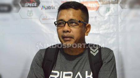 Pelatih Mitra Kukar, Jafri Sastra menilai pertarungan di Liga 2 2020 untuk berebut tiket ke Liga 1 2021 sangat ketat. - INDOSPORT