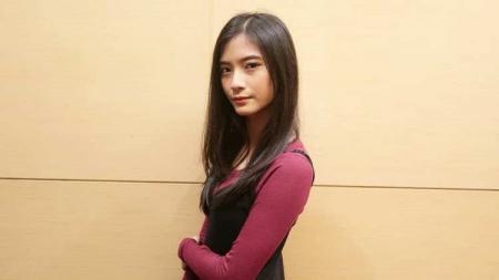 Jinan Safa Safira, member JKT48 dan tim eSports Valkyrie48 yang disebut kembaran Tara Basro, pemeran film Perempuan Tanah Jahanam. - INDOSPORT