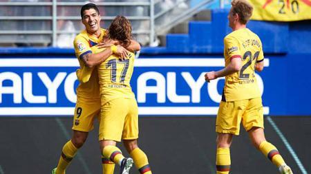 Selebrasi pemain Barcelona usai Luis Suarez mencetak gol ke gawang Eibar dalam pertandingan LaLiga Spanyol - INDOSPORT