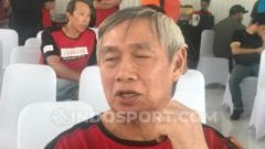 Indosport - Christian Hadinata saat menghadiri audisi bulutangkis PB Djarum pada Sabtu (18/10/19).