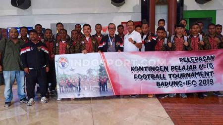 Kemenpora melalui Deputi Pembudayaan Olahraga Kemenpora, Raden Isnanta,  melepas Timnas Sepak bola Pelajar U-15 yang akan mengikuti ajang International Football Championship (IFC). - INDOSPORT