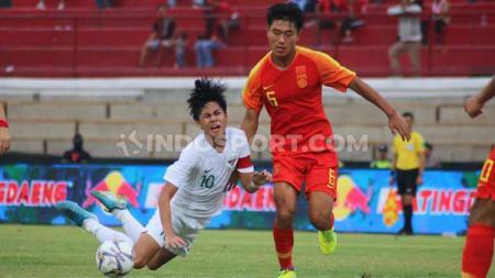 Pertandingan Timnas Indonesia U-19 melawan China U-19 di Stadion Kapten I Wayan Dipta, Gianyar, Minggu (20/10/19). - INDOSPORT