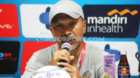 Pelatih Timnas Indonesia U-19, Fakhri Husaini, tidak ambil pusing akan kabar pemboikotan laga Timnas Indonesia. - INDOSPORT