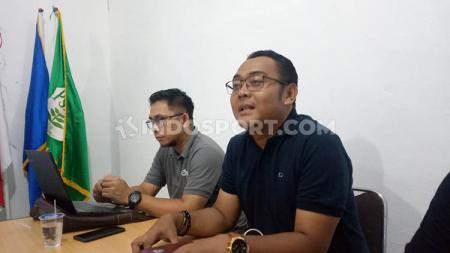 Hanif Marjuni (kanan) hadir dalam MCM untuk laga PSMS Medan lawan Aceh BaBel United, Minggu (20/10/2019) sore. - INDOSPORT