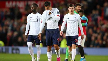 Pemain Liverpool tertunduk lesu usai laga dan hasil imbang bertandang ke Old Trafford Pemain Liverpool tertunduk lesu usai laga dan hasil imbang bertandang ke Old Trafford. Foto: Alex Livesey/Getty Images