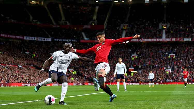 Marcos Rojo akan menggagalkan tendangan Sadio Mane pada laga di Old Trafford, Kamis (20/10/19) Robbie Jay Barratt - AMA/Getty Images Copyright: Robbie Jay Barratt - AMA/Getty Images
