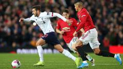 Indosport - Sudah lama Liverpool dan Manchester United tidak bersaing ketat di papan atas klasemen Liga Inggris. Kapan terakhir kali keduanya bersaing di tangga juara?