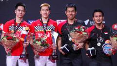 Indosport - Marcus Fernaldi Gideon/Kevin Sanjaya Sukamuljo meraih kemenangan 21-14 dan 21-13 atas Mohammad Ahsan/Hendra Setiawan di Denmark Open 2019.