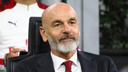 AC Milan kalah lawan Napoli, Stefano Pioli belum bisa mengatasi masalah yang dialami pelatih sebelumnya, Marco Giampaolo. - INDOSPORT