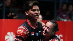 Indosport - Praveen Jordan dan Melati Daeva merayakan kemenangan di partai final Denmark Open 2019.