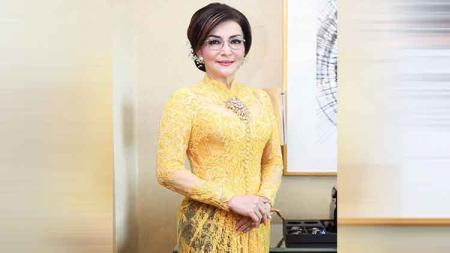 Tetty Paruntu, bupati cantik yang datang ke Istana Negara. - INDOSPORT