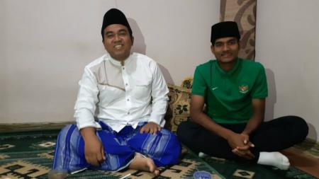 Pemain Timnas Indonesia U-16 Yadi Mulyadi merupakan satu dari beberapa bintang sepak bola Indonesia yang memiliki latar belakang sebagai santri. - INDOSPORT