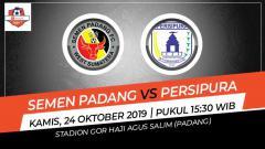 Indosport - Pertandingan Semen Padang vs Persipura Jayapura.