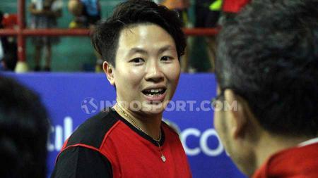 Berstatus sebagai senior, legenda campuran Indonesia, Liliyana Natsir ternyata membebaskan juniornya, termasuk Tontowi Ahmad untuk mengkritik dirinya. - INDOSPORT