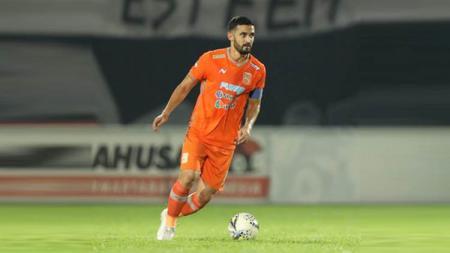 Javlon Guseynov salah satu peain Borneo FC yang antusias kembalinya pelatih Mario Gomez. - INDOSPORT