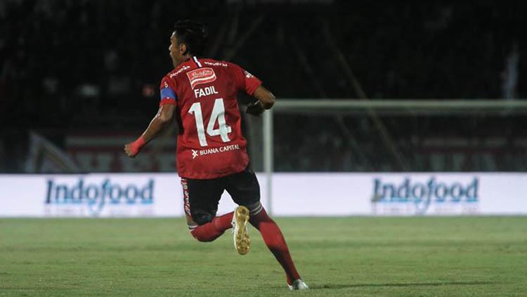 Fadil Sausu saat berselebrasi usai mencetak gol ke gawang Badak Lampung di Liga 1 2019. Copyright: Twitter.com/baliunited