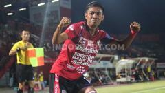 Indosport - Salah satu pemain Bali United, Fadil Sausu, menceritakan rutinitas latihannya selama bulan Ramadan.