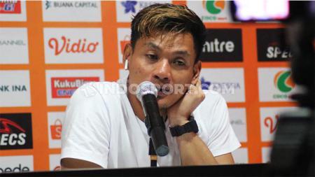 Kiper klub Liga 1 Bali United, Wawan Hendrawan diketahui ikut memantau pergerakan rumor pemain baru timnya di media sosial. - INDOSPORT