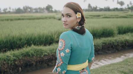 Aktris cantik Indonesia, Feby Febiola yang saat ini secara perlahan mulai tinggalkan dunia akting membagikan potret dirinya kembali beryoga setelah lama vakum. - INDOSPORT
