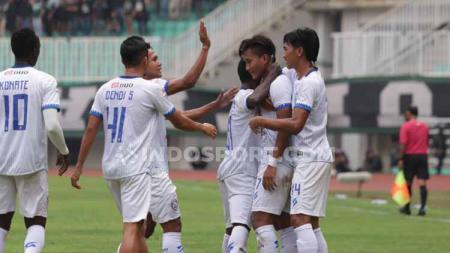 Ridwan Tawainela menyebut pertemuan kontra Persib Bandung bisa menjadi momentum tepat bagi Arema FC, untuk kembali meramaikan persaingan papan atas Liga 1 2019. - INDOSPORT