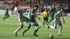 Indosport - Situasi pertandingan PSS Sleman vs Persija Jakarta di pekan ke-24 Liga 1 2019.