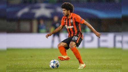 Pemain Shakhtar Donetsk sekaligus winger asal Brasil, Taison, tinggal selangkah lagi gabung AC Milan karena sempat mengalami perlakuan buruk. - INDOSPORT