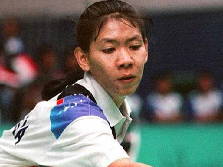 Lee Young-suk merupakan pebulutangkis Korea Selatan (Korsel) yang memiliki memori kelam dengan Susy Susanti di final Piala Sudirman 1989. Copyright: AFP-IOP/AFP/Getty Images
