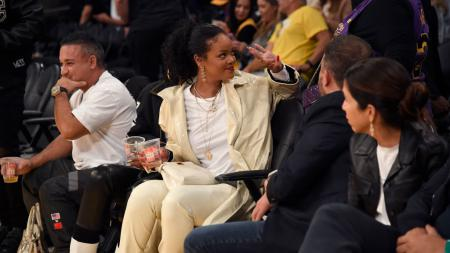 Rihanna di laga LA Lakers vs Utah Jazz. - INDOSPORT