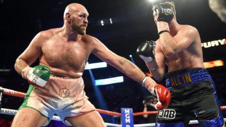 Mantan juara tinju dunia di kelas berat, Mike Tyson, sepertinya serius untuk menantang Tyson Fury dalam duel bertajuk laga amal. - INDOSPORT