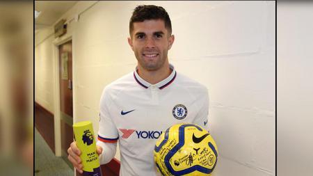 Christian Pulisic mengaku hampir lupa membawa pulang bola pertandingan usai mencetak hattrick kegawang Burnley - INDOSPORT