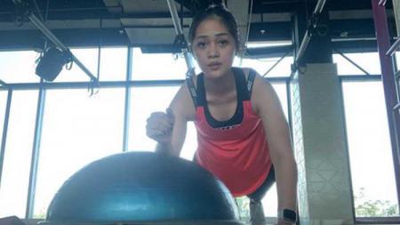 Aktris Indonesia, Gracia Indri ketika berolahraga. - INDOSPORT