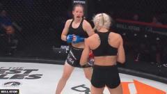 Indosport - Situasi pertandingan antara Elise Reed vs Rebecca Bryggman.
