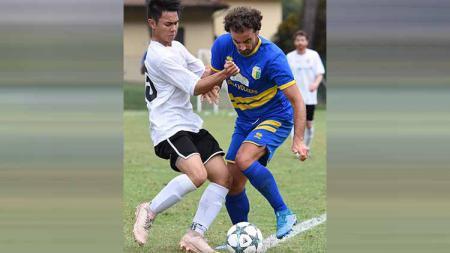 Pemain Liga Italia menyebut satu nama pelatih yang cocok tangani Persebaya Surabaya dan itu bukan Aji Santoso. - INDOSPORT