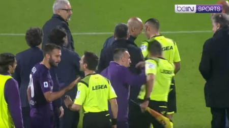Serie A Italia menjatuhkan sanksi larangan tiga kali bertanding terhadap pemain Fiorentina, Franck Ribery, menyerang hakim garis di pertandingan melawan Lazio. - INDOSPORT