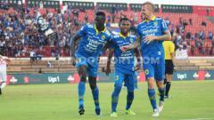 Indosport - Meski Persib tanpa striker andalannya, Ezechiel N'Douassel, Persela tetap waspada jelang pekan ke-30 Liga 1 2019.
