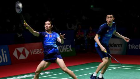 Dua pebulutangkis ganda campuran Malaysia, Shevon Lai Jemie dan Tan Kian Meng mengaku dilema mengikuti kompetisi bulutangkis tersisa di tahun 2020. - INDOSPORT