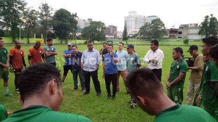 Jafri Sastra dan pemain PSMS Medan berharap rekor positif mereka saat bermain di Palembang dapat memulukan langkah ke semifinal Liga 2 2019. - INDOSPORT