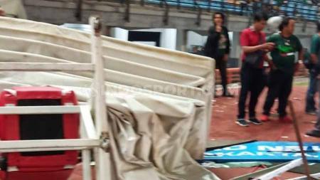 Kerusuhan suporter terjadi usai pertandingan selesai antara Persebaya Surabaya vs PSS Sleman di Liga 1, (29/10/19). - INDOSPORT