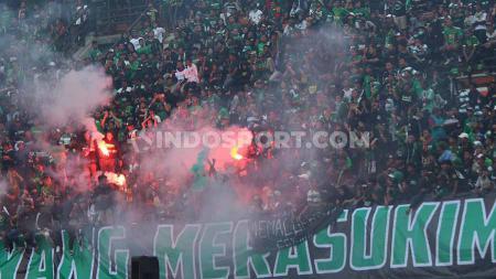 Manajemen Persebaya Surabaya sudah tegas mengatakan jika saat pertandingan Shopee Liga 1 2019 kontra Tira Persikabo pada 9 September lalu tanpa dukungan Bonek. - INDOSPORT