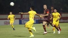 Indosport - Laga pertandingan antara Bhayangkara FC vs PSM Makassar di Liga 1, Selasa (29/10/19).