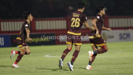Selebrasi pemain PSM Makasar usai mencetak gol ke gawang Bhayangkara FC di Liga 1, Selasa (29/10/19). - INDOSPORT