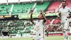Indosport - PSS Sleman menunjukkan performa oke di pentas Shopee Liga 1 2019. Sebagai tim debutan, skuat Super Elang Jawa mampu menjawab persaingan dan menembus papan atas.