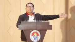 Indosport - Fary Djemy Francia saat menyampaikan vis dan misi pada acara diskusi 'Mencari Ketum PSSI Ideal' di Wisma Kemenpora, Rabu (30/10/19).