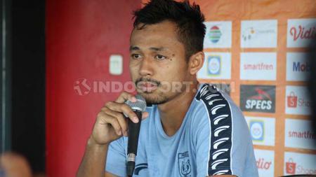 Bek Persela Lamongan, Arif Satria, dalam jumpa pers menjelang laga Liga 1 2019. - INDOSPORT