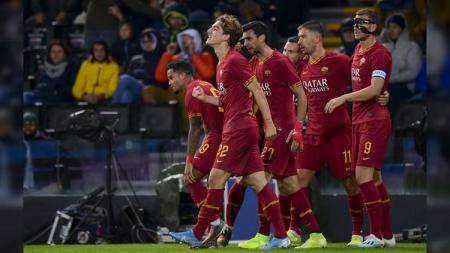 Usai menghajar AS Roma 6-2 di leg 1 semifinal Liga Europa, Manchester United justru mengincar bintang Giallorossi, Nicolo Zaniolo, di bursa transfer nanti. - INDOSPORT