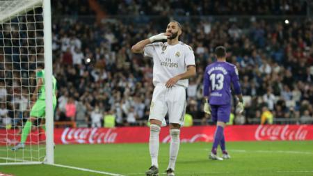 Striker Real Madrid, Karim Benzema, mencetak gol kedua ke gawang Leganes pada pekan ke-11 LaLiga di Santiago Bernabeu, Rabu (31/10/19) dini hari WIB. - INDOSPORT