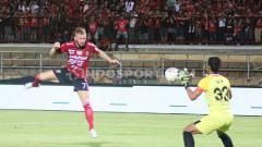 Indosport - Striker asal Belanda Melvin Platje mengungkapkan didekati oleh klub asing dan lokal pasca kontrak di Bali United akan habis.