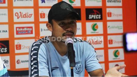 Bek Persela Lamongan, Arif Satria, dalam jumpa pers pasca-laga Liga 1 2019. Foto: Nofik Lukman Hakim - INDOSPORT