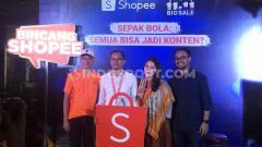 Indosport - Shopee sebagai sponsor utama Liga 1 2019 menghadirkan program bertajuk 'Sepak bola: Semua bisa jadi konten?' yang dikemas dalam sesi edukasi dan workshop.