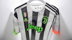Indosport - Tim raksasa Italia, Juventus baru saja merilis jersey keempat yang langsung dikenakan pada pertandingan kontra Genoa dalam lanjutan Liga Italia Serie A, Rabu (31/10/19) dini hari.